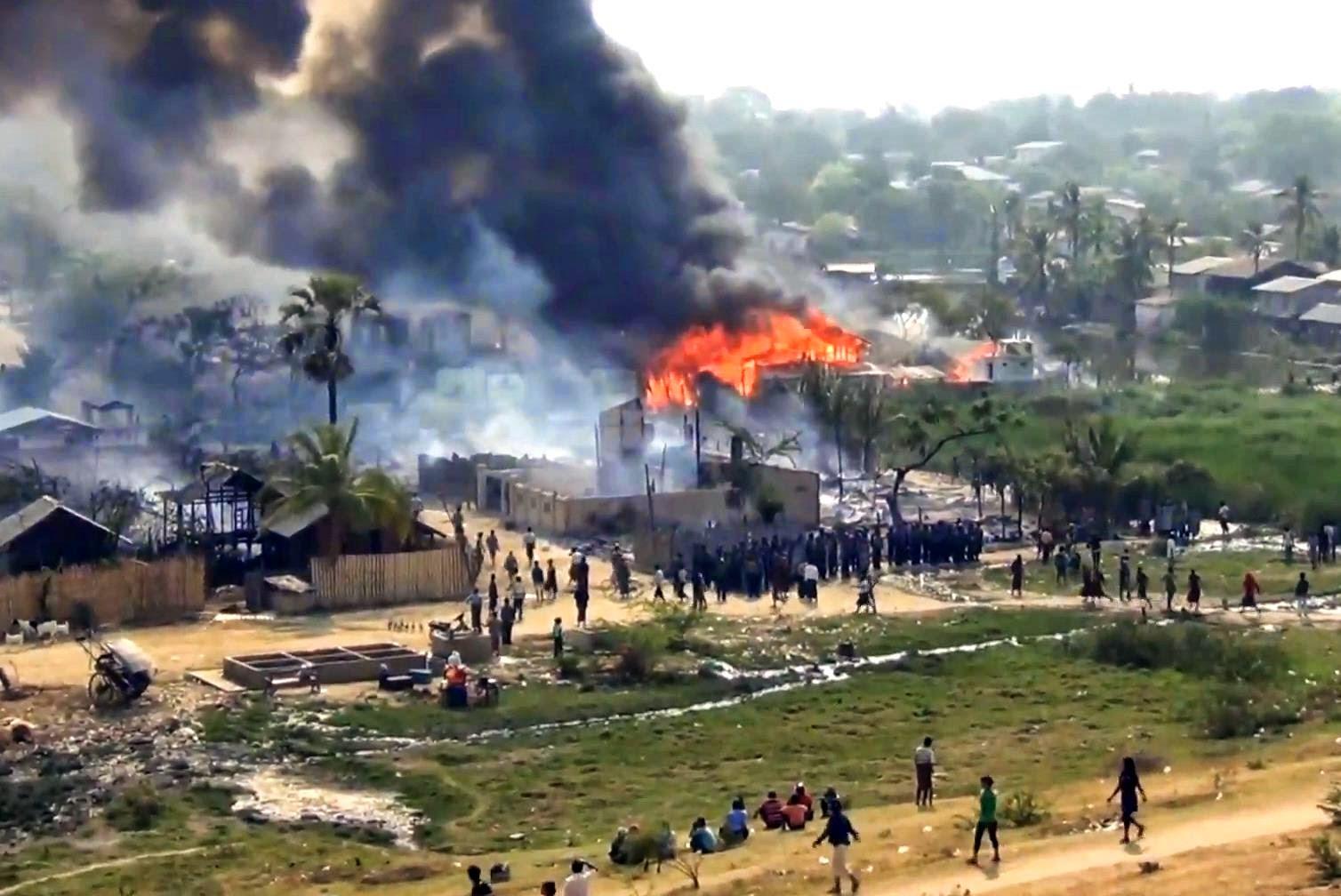 Hasil carian imej untuk Lebih 1,000 rumah Rohingya dibakar